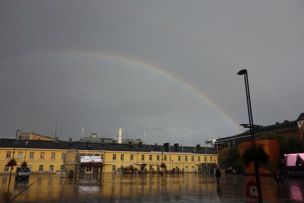雨上がりのヘルシンキに虹。このへんの各国は秋口には雨が多いんだそうです