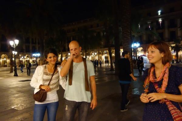 ドイツからのヤン君。左はヤンの地元友達でバルセロナに留学中の子だけど名前失念。二人とも非常にノリがよくやたらと飲みに誘ってくれた。右はアメリカからのニコル。住む場所を探して世界放浪中。