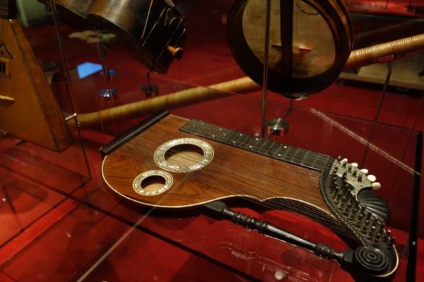 音楽博物館にマリアナ先生と。見たことない世界中の楽器がたくさんあって楽しい。