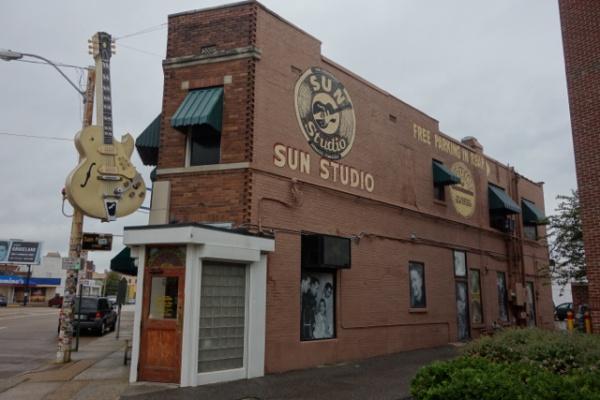 泊まっている宿とダウンタウンの間にあったSUNスタジオ。エルビスが初めてレコーディングをしたのがここ。