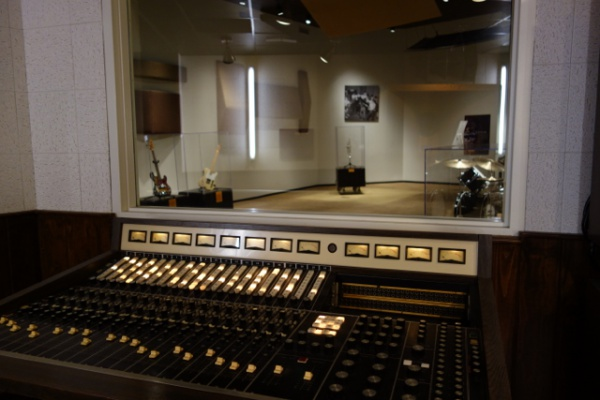 STAXのコンソールルームからスタジオの眺め