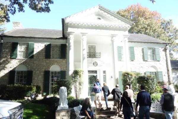 グレースランド=エルビスが暮らした家。