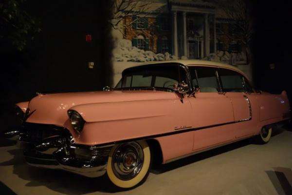 所有していた車もかなりの数で展示されてました。これが有名なピンク・キャデラック。かわいいけど、アホっぽさではアイザック・ヘイズの勝ちですな