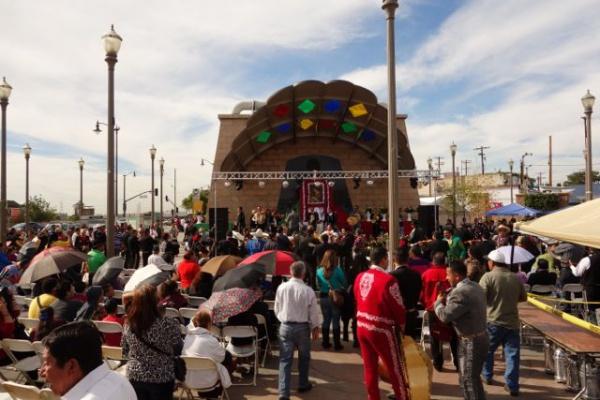 駅前のマリアッチプラザではちょうどマリアッチフェスティバルをやってました。牧歌的で気持ちのいい音楽ですねマリアッチって