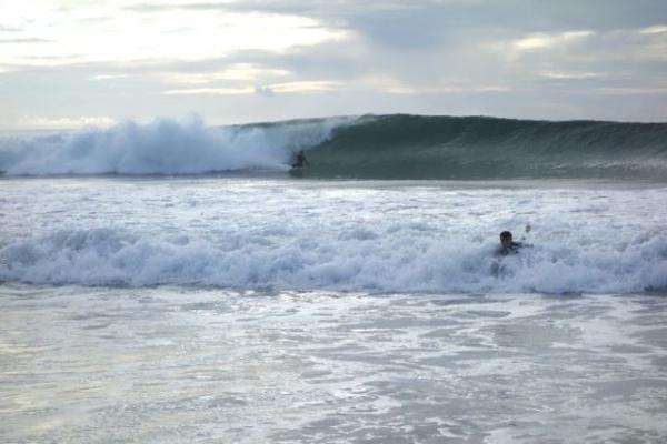 ハモサの波。デカいけどいい波!に見えるけど