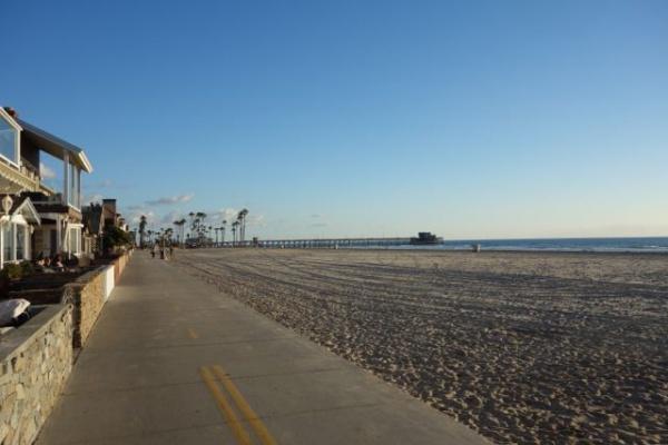 桟橋のまわりがブラッキーズ ここをボードかかえて自転車でいくわけですよ