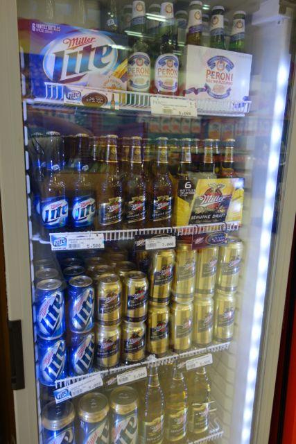 ビールは地元のものにくわえてアメリカのものが数種類ありました。ローカルブランドよりは若干高いけどみんなよく飲んでます