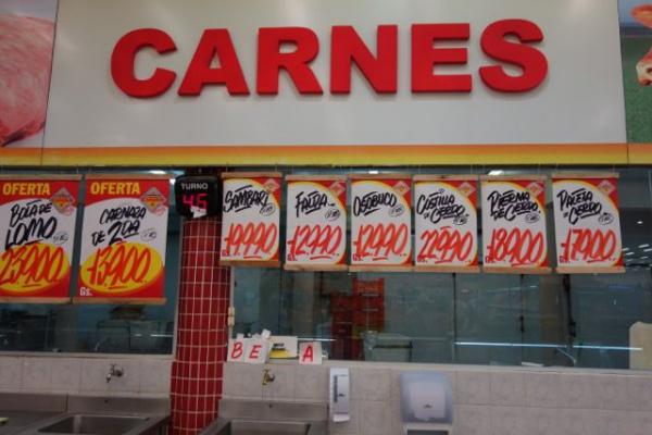 肉が安い。いま1ドル4500グラアニーなので、まあだいたい値段を000を取って4で割るとドルになります。肉がkgあたり300円くらいってことになります