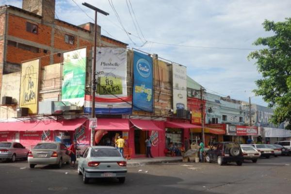 街並。なんとなくインドネシアっぽいけど、壁の色が違う。