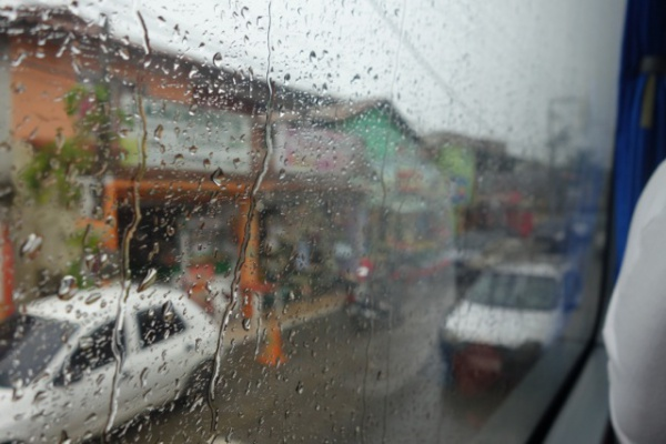 Buziosに近づくにつれ雨が本格化