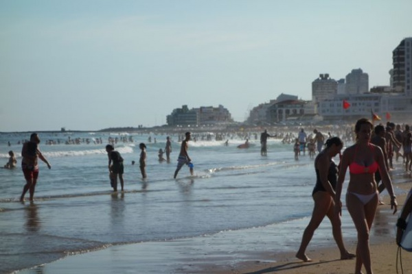 3日目にいったプンタ・デル・エステ海側のビーチ。サーフィンできる波じゃなかったけどショアブレイクでボディーサーフィンはできて、けっこう楽しかった
