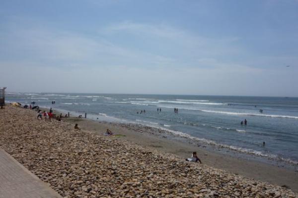 宿から1分でビーチ。ここでもサーフィンしたけど、メインのポイントは写真左奥にちょっっっとだけ見える岬のあたり。