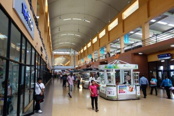 バスターミナルもデカいだけでなく立派。
