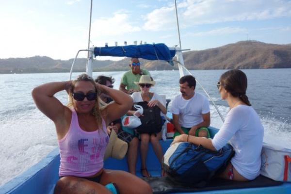 ボートはちいさい 他のお客はみんなブラジリアンだったので船上は大好物のポルトガル語が