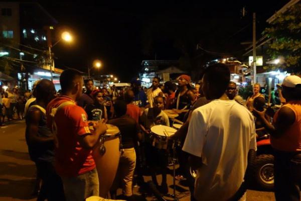 パナマ最後の夜はカーニバルの練習?のようなものをしてました。エンジョイしきれなかったパナマからのお土産かのよう・・太鼓とダンスが非常にかっこいい。あとで動画Upします