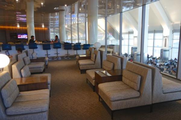 ちなみにLAの空港は一部あたらしいビルになってて、ラウンジも超きれい。超きれい。